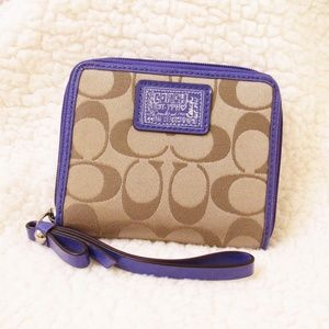 COACH • Adorable Zip Around Wallet Wristlet
